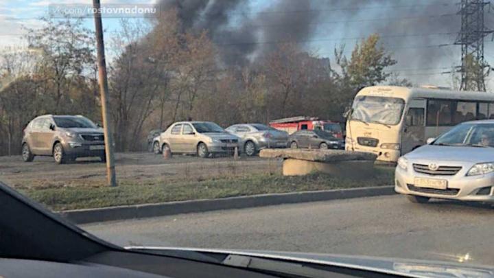 «Повсюду — клубы черного дыма»: около Темерника произошел пожар
