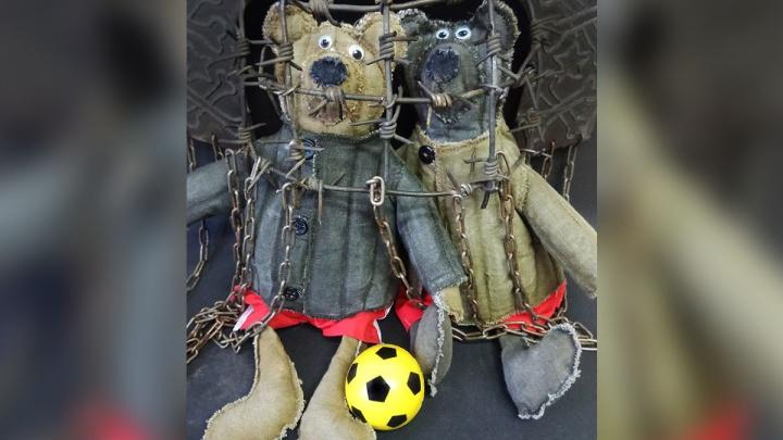 Эпатажный красноярский художник изобразил футболистов Кокорина и Мамаева в виде мишек за колючкой