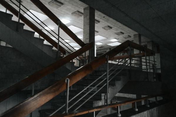 Фотографа привлекли интерьеры старого здания