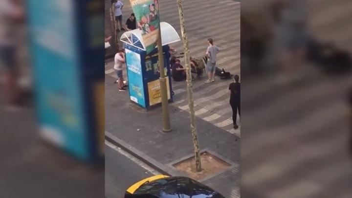 """""""С улицы доносились истошные крики"""": екатеринбурженка сняла на видео последствия теракта в Барселоне"""