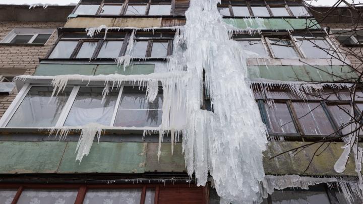 В Ярославле нашли пятиэтажную сосульку: как люди живут в ледяном плену