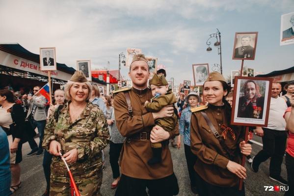 После парада тюменцы ринулись на площадки, где продолжаются концерты и другие активности