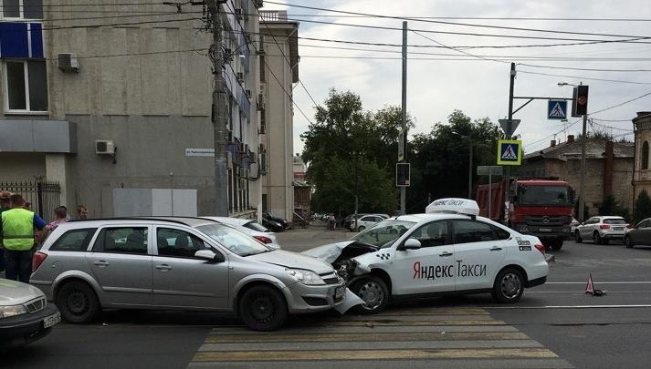 ДТП с участием такси заблокировало движение трамваев в центре Самары