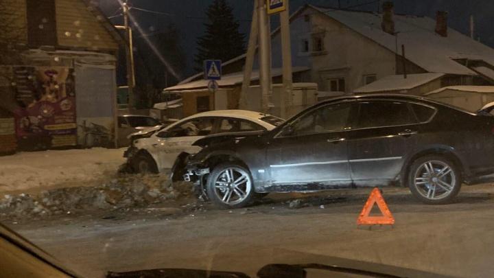 Четыре человека пострадали в ночном ДТП на улице Кирова