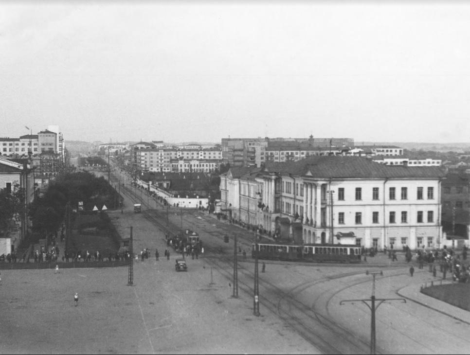 Вид на проспект Ленина и Плотинку с Богоявленского собора, который стоял на площади 1905 года