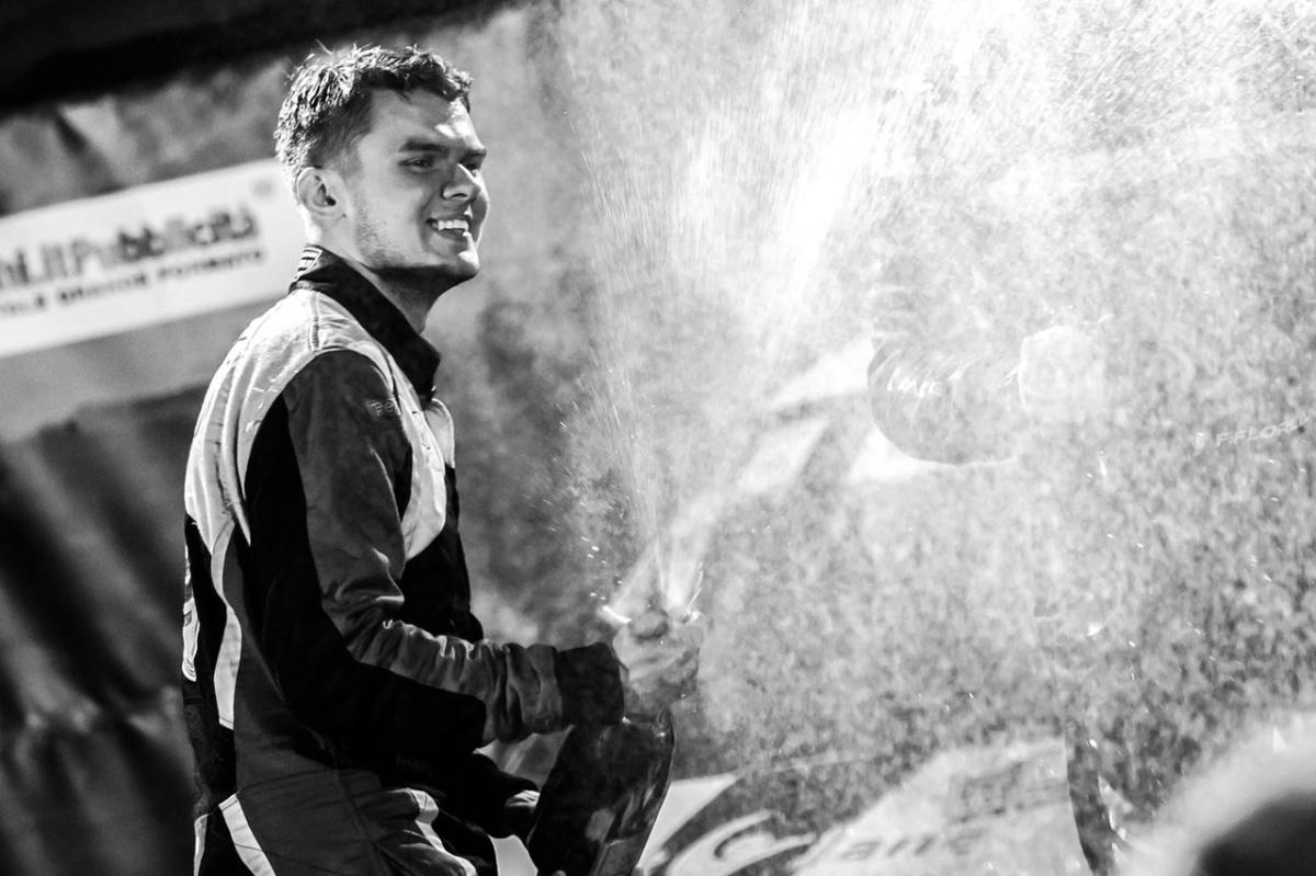 Пилот Николай Грязин в паре с Ярославом Фёдоровым стал первым россиянином, кому удалось выиграть сложнейшие зимние этапы чемпионатов Норвегии и Финляндии