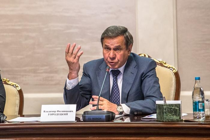 В правительстве Новосибирской области опровергли слухи о том, что Городецкий написал заявление об отставке