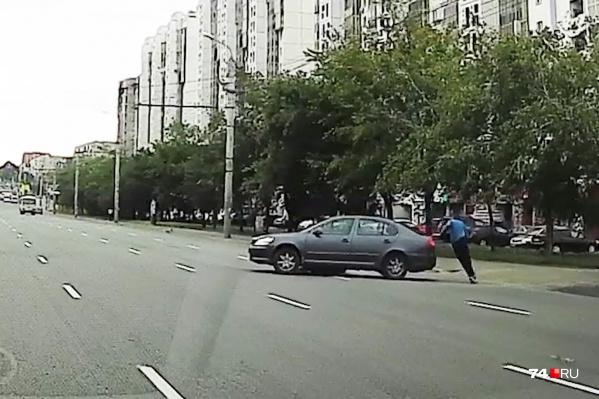 Водитель иномарки не заметил мужчину
