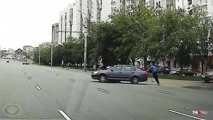 «Шёл вдоль края проезжей части»: на оживлённой дороге в Челябинске сбили пешехода