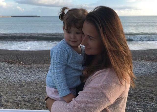 Дарья Ди Сальвио со своей дочкой. Малышке всего три годика