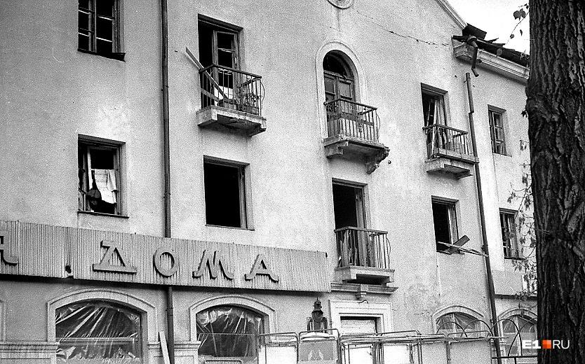 Первое, что поразило Василия, — что в домах не было стекол
