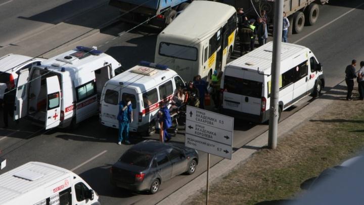 Четверо челябинцев попали в больницу после аварий с маршруткой и автобусом