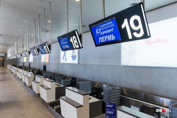 Владельцев ценных икон и монеты задержали в пермском аэропорту