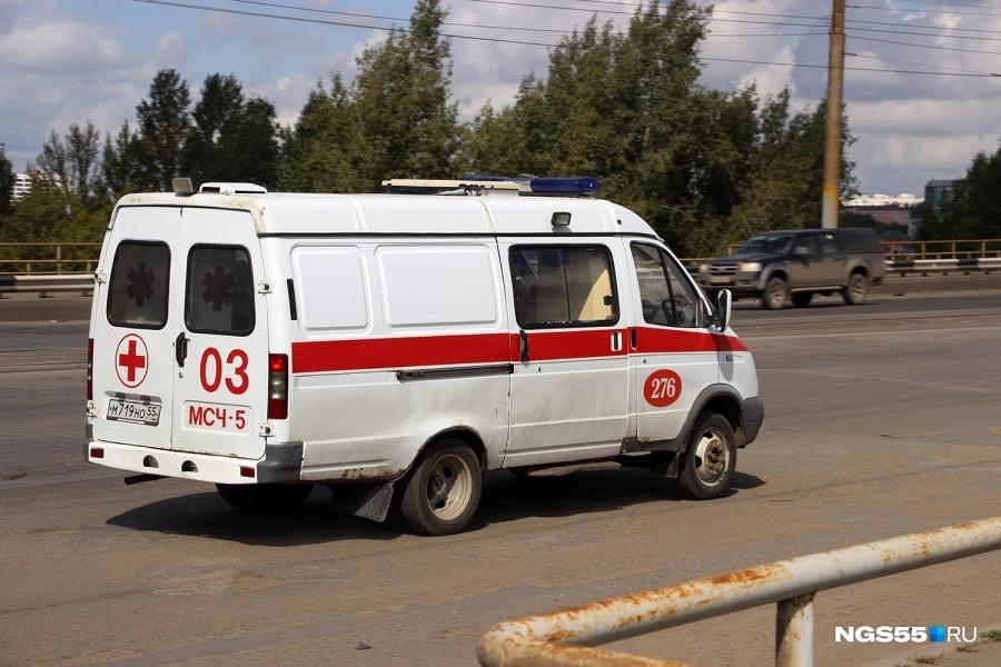 Ученик омского университета пытался забраться вобщежитие исорвался с6-го этажа