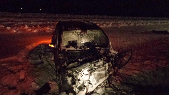В Башкирии в лобовом столкновении Volkswagen Golf и Mercedes-Benz погиб водитель