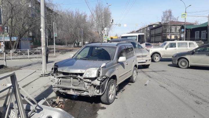 Четыре машины заблокировали проезд по Владимировской: пробка на полтора километра