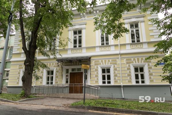 Здание на перекрестке Монастырской и Газеты «Звезда» построили в 1843 году