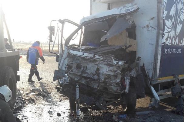 В Кургане при столкновении двух грузовиков погиб водитель