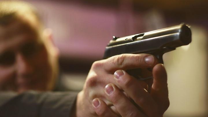 Пьяный мужчина пугал посетителей летнего кафе боевым пистолетом
