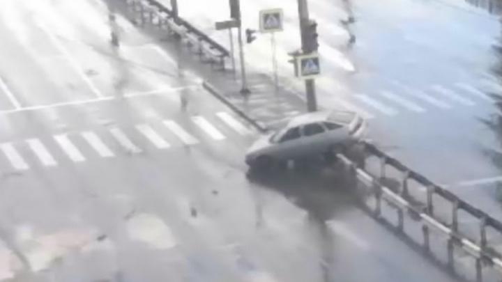 Чёртово место: жуткую цепочку аварий на одном и том же месте в Красноярске показал общественник
