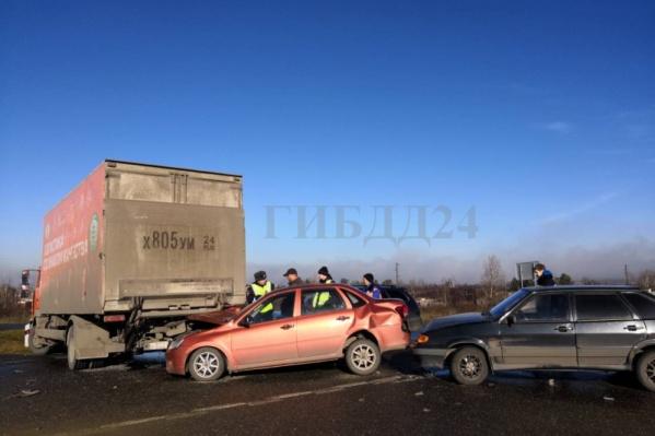 Две аварии произошли на одном участке дороги