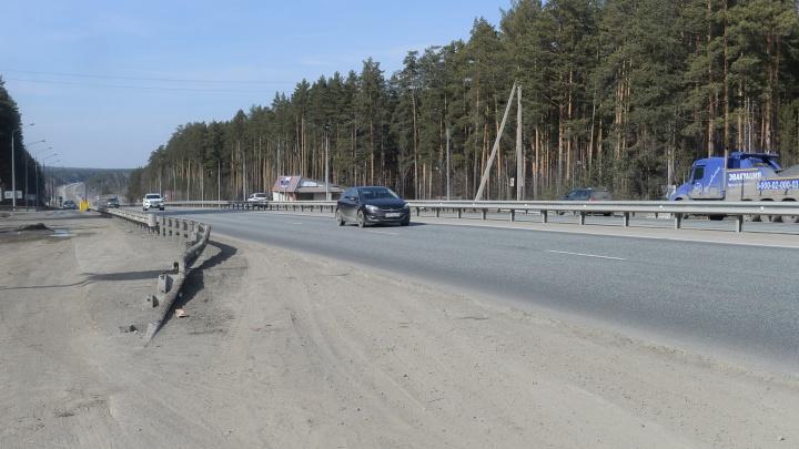 Из-за сильной жары, пришедшей в Свердловскую область, грузовикам запретили ездить по трассам