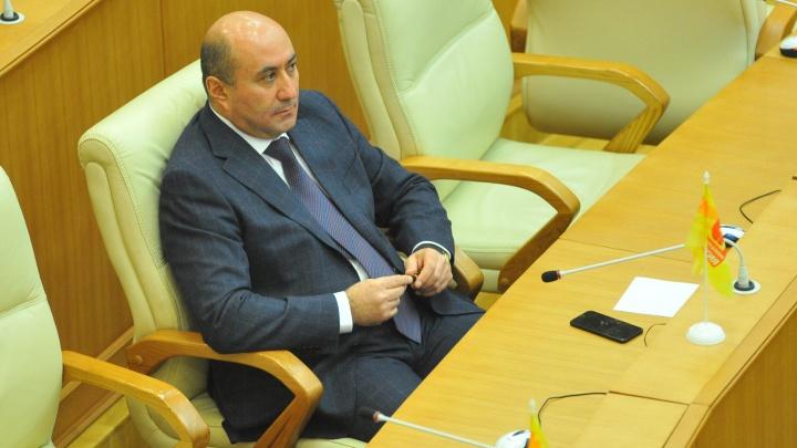 Прямая трансляция: Заксобрание отказалось лишать мандата Армена Карапетяна