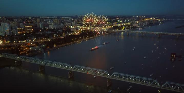 Видео: новосибирский фейерверк на Оби сняли с дрона