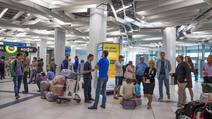 Пассажиры двух рейсов несколько часов прождали вылета в Москву