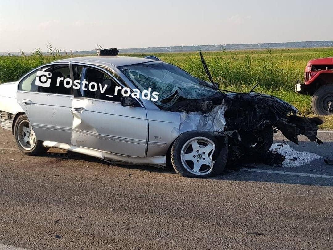 Водитель BMW и его пассажиры сейчас в больнице