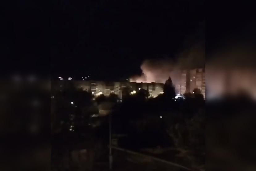 Дым от горящего дома видели жители соседних высоток