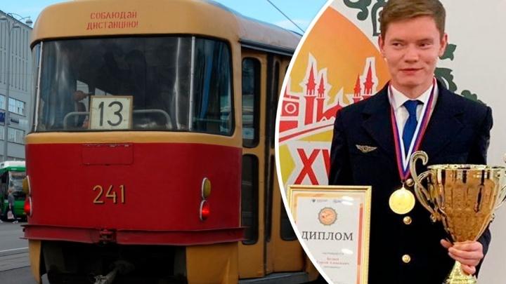 «Провез стакан воды и не расплескал!». Екатеринбуржца признали лучшим водителем трамвая в России