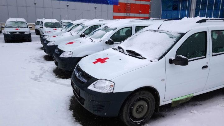 Омским медикам купили 60 машин для поездок к пациентам
