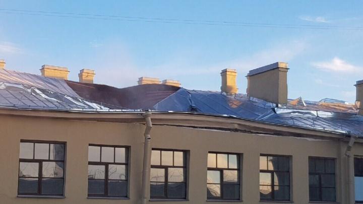 В Санкт-Петербурге обрушилась крыша университета. Под завалами могут находиться 20 человек