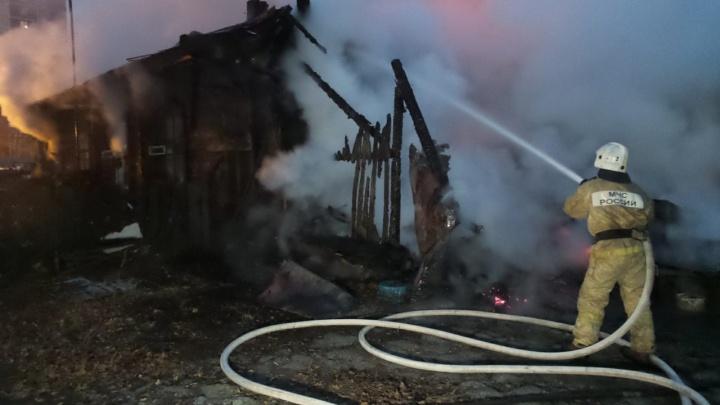 Рядом с ЖК на Щорса сгорел частный дом: два человека погибли