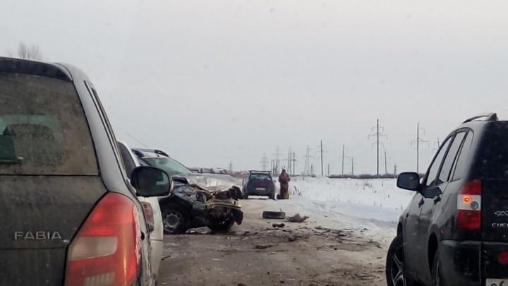 На дороге в Уфе столкнулись лоб в лоб две иномарки