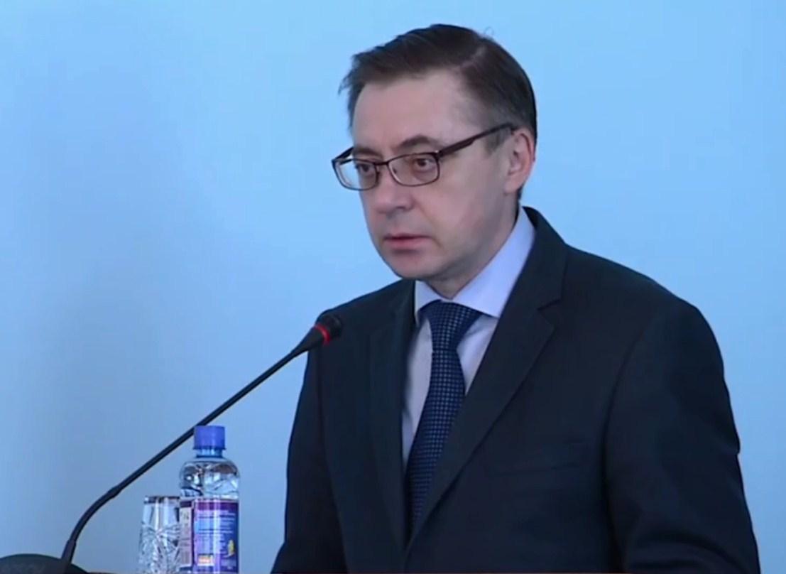 Владислав Смирнов больше всех знает о реальном трудоустройстве будущих пенсионеров, но соблюдает субординацию