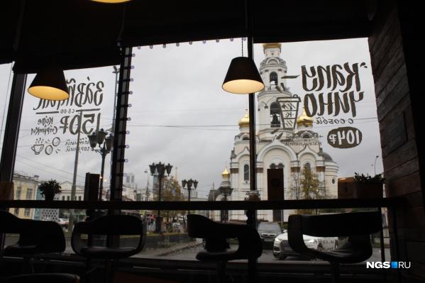 Вид из недорогой кофейни «Люблю кофе»