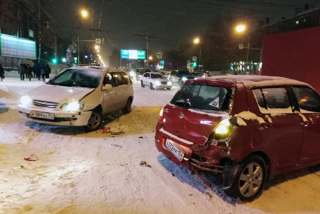 Одна из аварий случилась на Красном проспекте