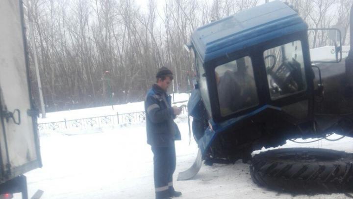 В Башкирии на ходу отвалившееся от трактора колесо врезалось в иномарку