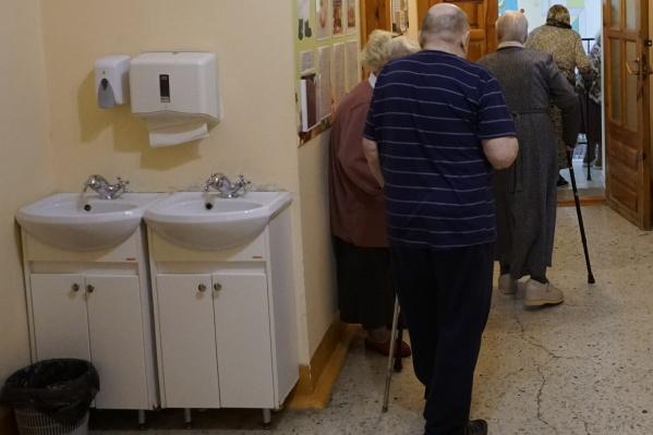 Мошенники знали, что пожилой человек покупал дорогие БАДы