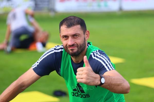 На счету донского игрока 314 матчей за ростовский клуб, 24 гола и 26 результативных передач