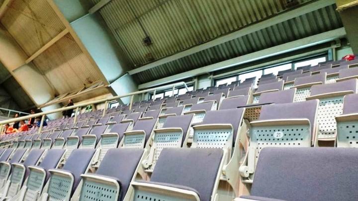 В манеже «Красной звезды» установили кресла из разрушенной «Арены Омск»
