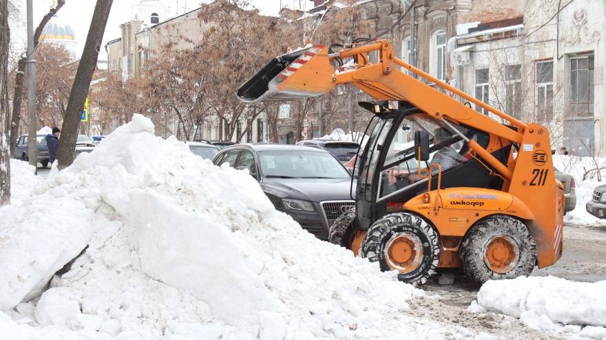 В Самаре на уборку улиц отправили промышленные погрузчики