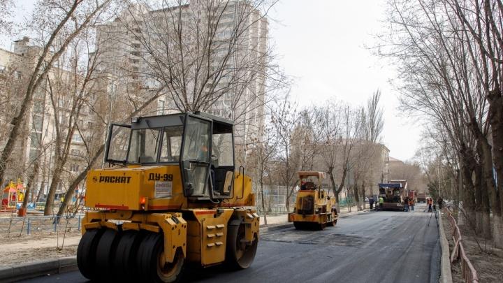 Перекопанную улицу Советскую в центре Волгограда откроют в конце недели