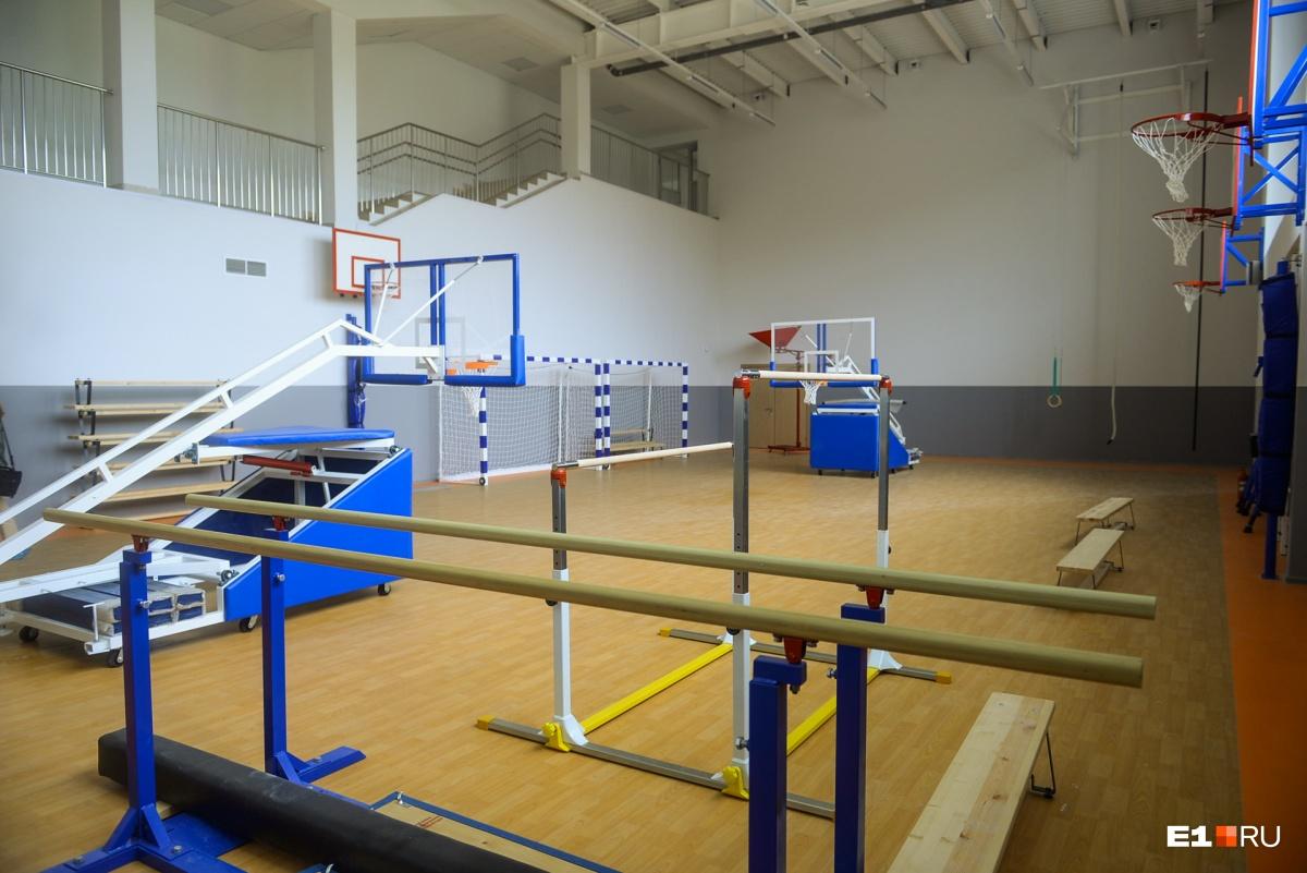 Всего в школе три спортзала и один зал для хореографии