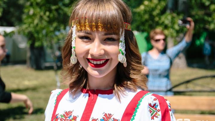 Азаров в тюбетейке закружился на Сабантуе: в Самаре прошёл юбилейный татарский праздник