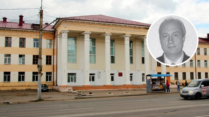 Бывшего заведующего кафедрой ОмГМУ обвинили в получении взятки