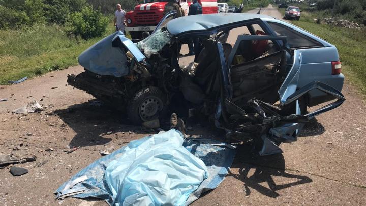 На трассе в Башкирии столкнулись две легковушки, пострадали 6-летний мальчик и 4-летняя девочка