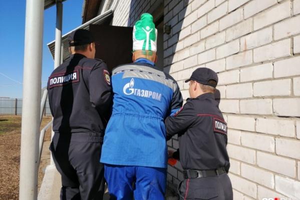 Это фото сделано 31 мая на Шиесе. После того, как архангельский фрик обстрелял из игрушечного автомата с мочой охранников и сотрудников полиции